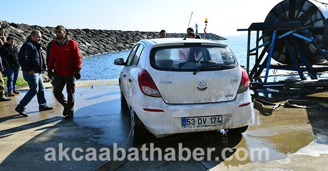 Akçaabat'ta Denize düşen araç galerisi resim 1