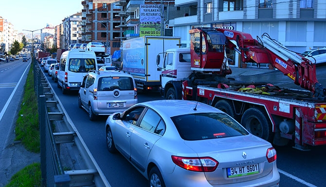 Trabzon'da Trafik Kazası; 3 Yaralı Trabzon'un Akçaabat ilçesin galerisi resim 6