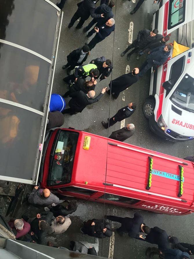 Otobüs Durağına Daldı 1 ölü 4 Yaralı galerisi resim 2