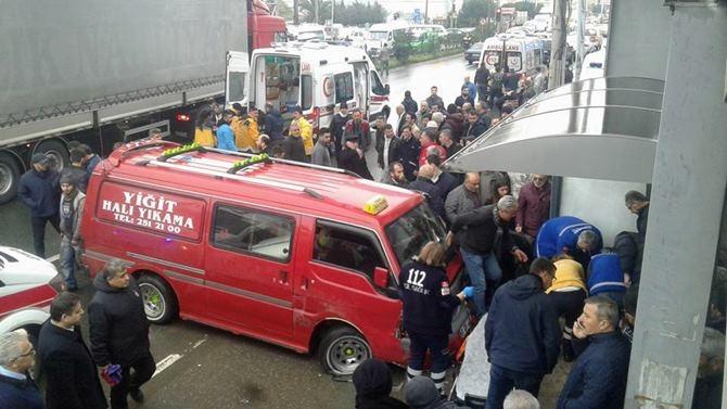 Otobüs Durağına Daldı 1 ölü 4 Yaralı galerisi resim 21