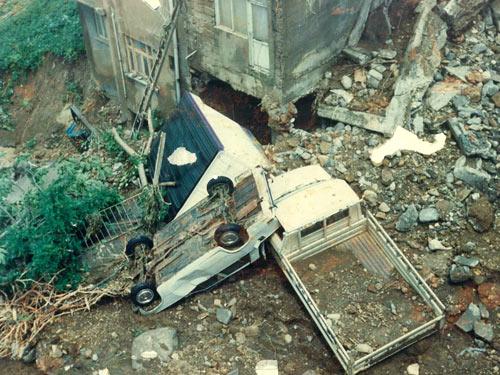 1990 SEL FELAKETİNDEN GÖRÜNTÜLER galerisi resim 3