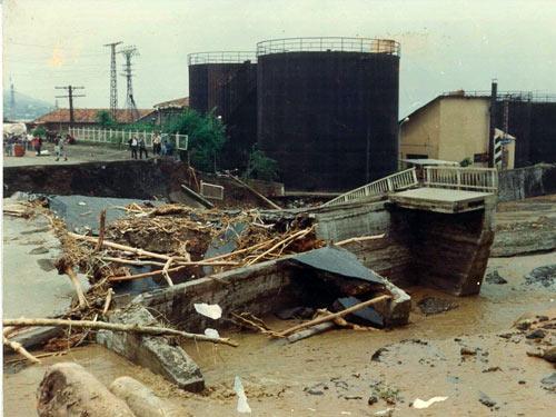 1990 SEL FELAKETİNDEN GÖRÜNTÜLER galerisi resim 7