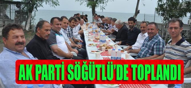 AK Parti Söğütlü Belde Teşkilâtı Söğütlü'nün sorunlarını masaya yatırıldı.