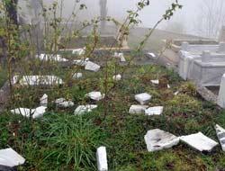 Oy İçin Mezarları Kırdı
