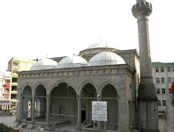 Yeni Cami restore ediliyor