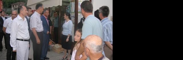 Vali Recep Kızılcık Orta Mahallede İftarını Açtı