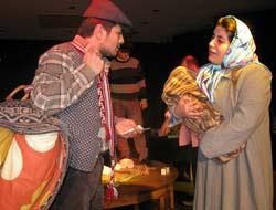 Belediye Tiyatrosu Canavar Sofrası İle Sahne Aldı