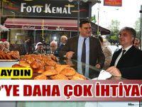 MHP Trabzon Milletvekili Adayları Akçaabat'ta esnaftan oy istedi.