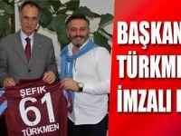 Başkan Türkmen'e İmzalı Forma