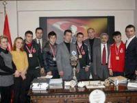 Şampiyonlara Ödül Verildi