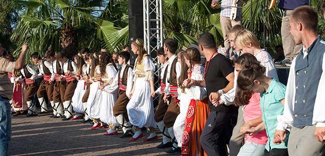 23.uluslararasi-akcaabat-muzik-ve-halkoyunlari-festivali-basladi..jpg