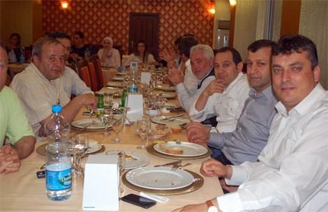 ak-parti-yemek.20110616175513.jpg