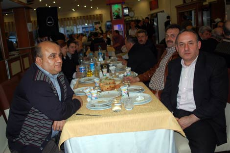 ak-parti-yemek2.20110527184315.jpg
