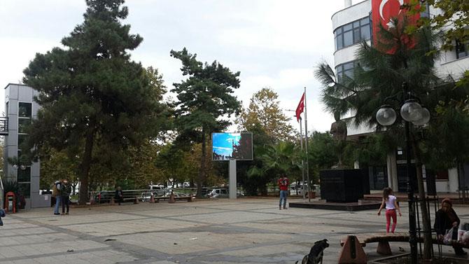 akcaabat-ataturk-parki-led-ekran-2.jpg