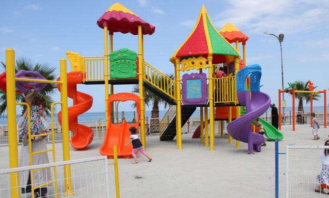 akcaabat-belediyesi-oyun-parklariyenileniyor1.jpg