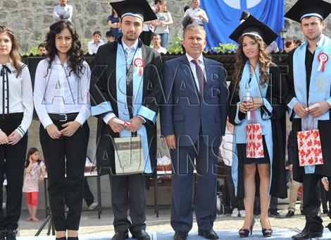 akcaabat-mezuniyet-yuksekokul.20120526172531.jpg