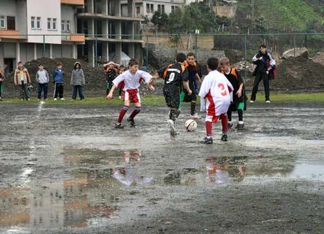 camur-futbol-turnuvasi2.20110416130633.jpg