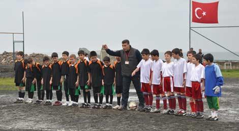 camur-futbol-turnuvasi3.jpg