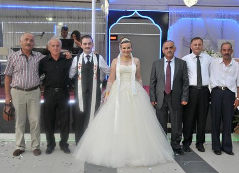 ece-karagozcuk-evlendi1.jpg