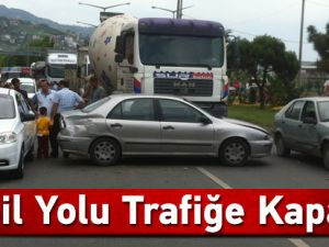 Akçaabat'ta maddi hasarlı bir trafik kazası meydana geldi.