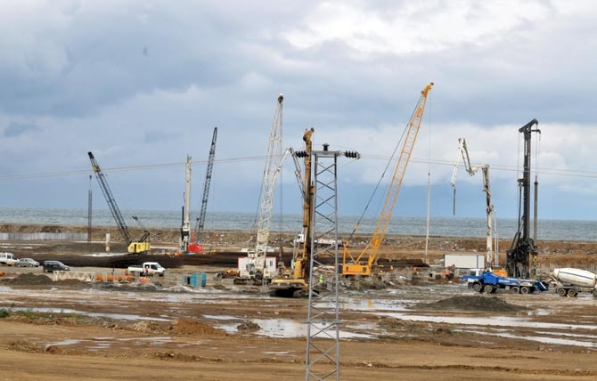 Akyazı Spor Kompleksi ve Stadyum İnşaatı Sürüyor. galerisi resim 1