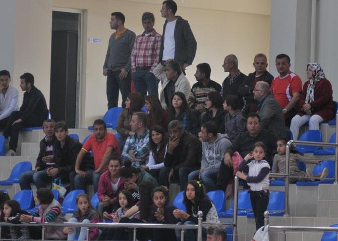 Akçaabat Tütünspor Sakarya BB Hentbol Takımını 31-30 mağlup etti. galerisi resim 5