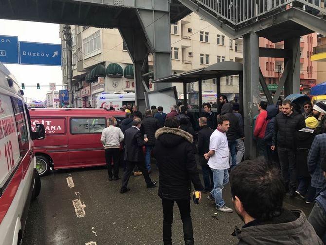Otobüs Durağına Daldı 1 ölü 4 Yaralı galerisi resim 1