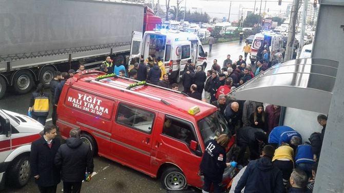 Otobüs Durağına Daldı 1 ölü 4 Yaralı galerisi resim 16