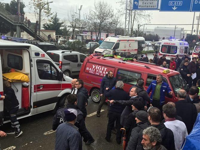 Otobüs Durağına Daldı 1 ölü 4 Yaralı galerisi resim 6