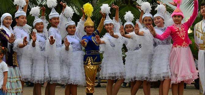 28. Uluslararası Akçaabat Müzik ve Halk Oyunları Festivali devam ediyor.