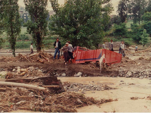 1990 SEL FELAKETİNDEN GÖRÜNTÜLER galerisi resim 4