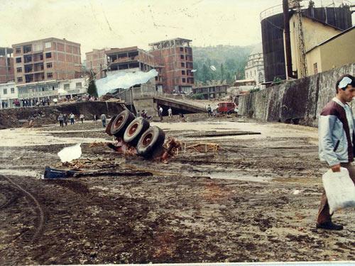 1990 SEL FELAKETİNDEN GÖRÜNTÜLER galerisi resim 5