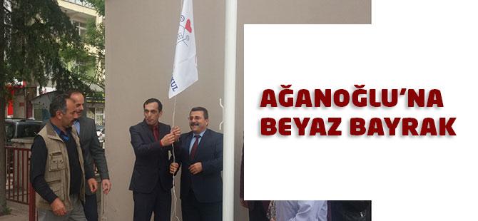 Beyaz Bayrak Ağanoğlu'na