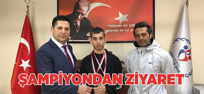 Şampiyondan Gençlik Spor'a Ziyaret