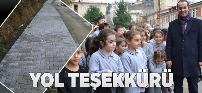 Atatürk İlkokulu'nun yolu nihayet yapıldı.