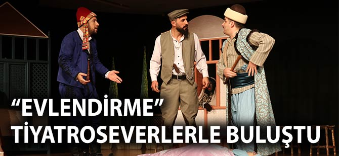 """""""EVLENDİRME"""" Tiyatroseverlerle Buluştu"""