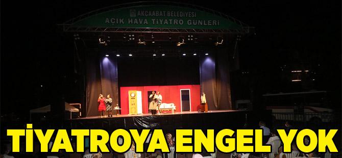 Açıkhavada Sosyal Mesafeli Tiyatro