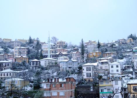 Orta Mahallede Kar Güzelliği
