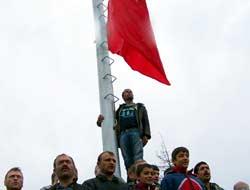 Acısu Derneğinden dev bayrak