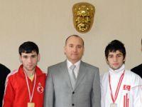 Şampiyon Boksörlere Kaymakamdan Ödül