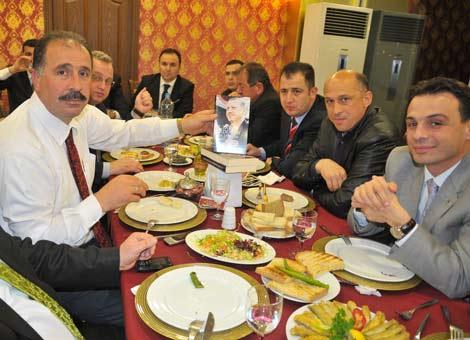 ak-parti-aday-yemek2.jpg