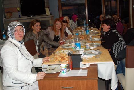 ak-parti-yemek4.20110527184224.jpg