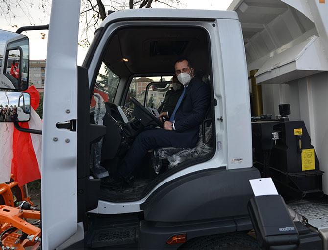 akcaabat-kamyon-ve-is-makinesi-toreni5.jpg