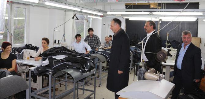 akcaabat-sefik-turkmen-tekstil-fabrikasini-gezdi1.jpg