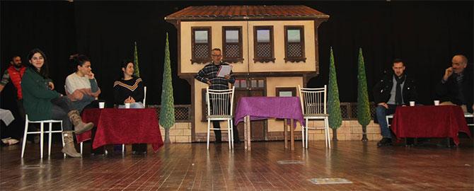 akcaabat-tiyatro1.jpg