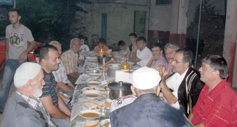 alsancak_gencleri_iftar2.jpg