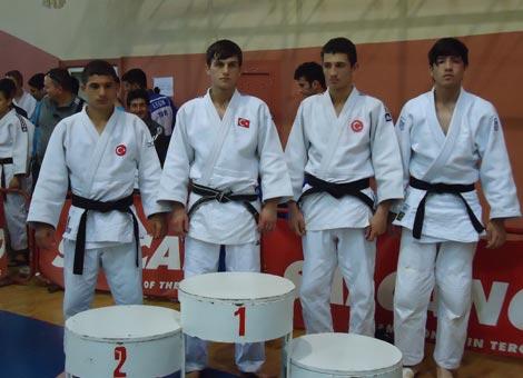 judo-turkiye-sampiyonasi'nda-akcaabatli-sporcularimiz-1-gumus-ve-1-bronz-madalya-aldilar..jpg